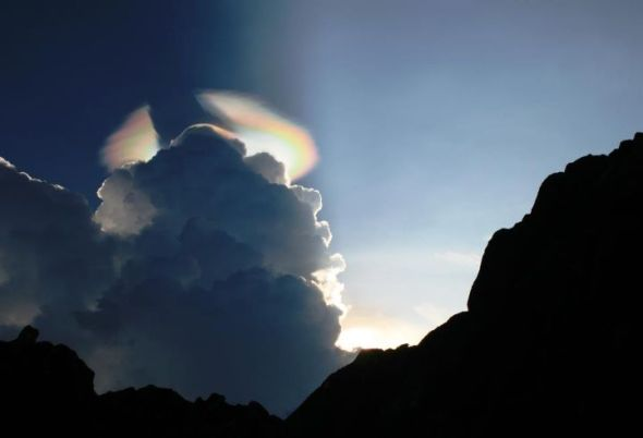 Phenomenon - A Pileus Iridescent Cloud - Horns